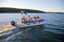 2013 - Sun Tracker - Party Barge 18 DLX