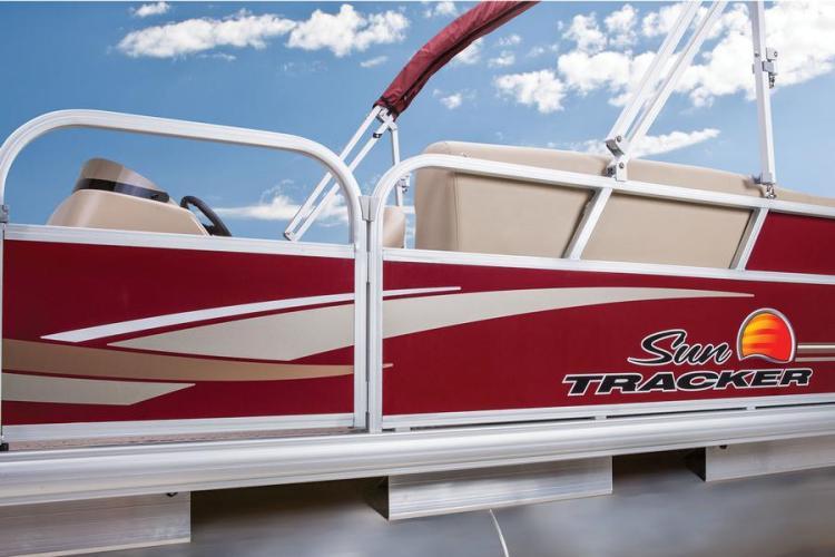 l_party-barge-18-dlxsuntrackernewhigh-sheenaluminumfenceallaroundboathighbuoyyancypontoons