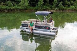 2015 - Sun Tracker - Party Barge 16 DLX ET