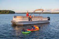 2015 - Sun Tracker - Party Barge 24 DLX