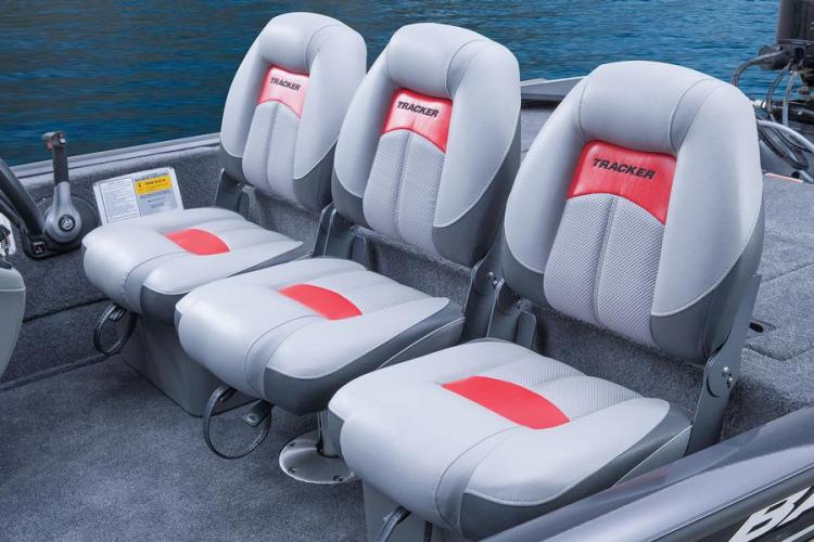 l_bassfishingboatseats2014tracker