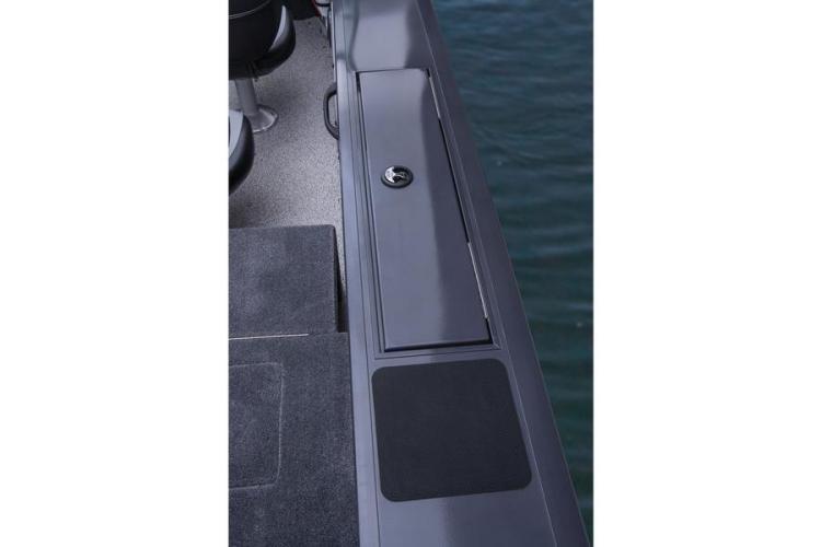 l_fishingboatseats2014trackermarine