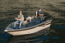 Tracker Boats Super Guide V-16 DLX T Multi-Species Fishing Boat