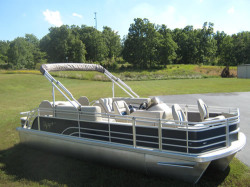 2015 - Voyager Boats - 22 Express Center Console Fish