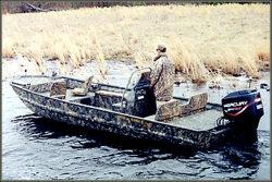 War Eagle Boats 2372 LDBR Center Console Boat