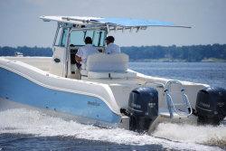 2011 - World Cat Boats - 320 CC Center Console