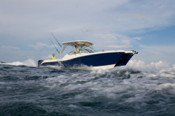 2013 - World Cat Boats - 290 DC Dual Console