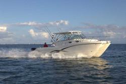 2017 - World Cat Boats - 320 EC Express Cabin