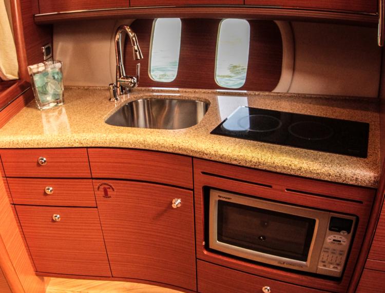 l_kitchenetteareaoncruiserboating