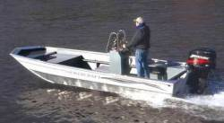 Smoker-Craft Boats 1860DLX Center Console Boat