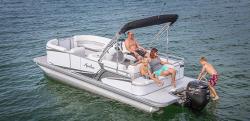 2017 - Avalon Pontoons - 22 LS Cruise