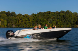 2018 - Bayliner Boats - Element E21