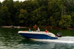 2019 - Bayliner Boats - DX 2000