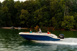 2020 - Bayliner Boats - DX 2000