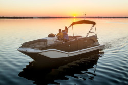 2020 - Bayliner Boats - Element XR7