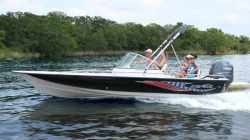 2011 - Blue Wave Boats - 220 Deluxe DC