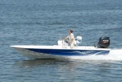 2019 - Blue Wave Boats - 1900 STL