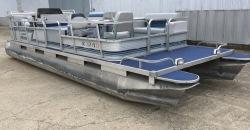 24' Playbuoy pontoon Yachtsman pontoon