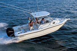 2010 - Boston Whaler Boats - 235 Conquest