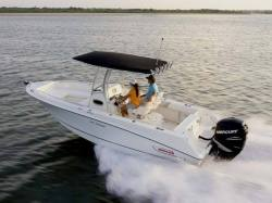 2011 - Boston Whaler Boats - 220 Outrage