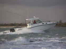2013 - Boston Whaler Boats - 345 Conquest
