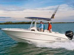 2013 - Boston Whaler Boats - 220 Outrage