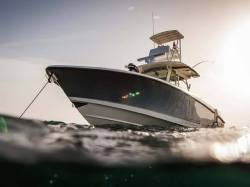 2014 - Boston Whaler Boats - 350 Outrage