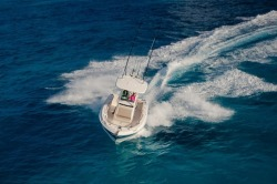 2018 - Boston Whaler Boats - 230 Outrage