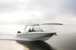 2018 - Boston Whaler Boats - 230 Vantage