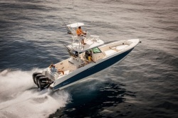 2019 - Boston Whaler Boats - 350 Outrage