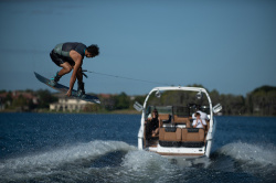 2020 - Bryant Boats - Surf C7