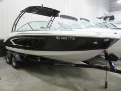 262 EX Deck Boat, Trailer Included