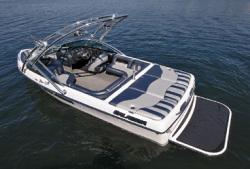 Calabria Ski Boats Cal-Air Pro V 2 Ski and Wakeboard Boat