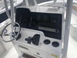 210 LXF with Yamaha F150 White Hull