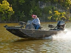 2022 Lowe Boats Roughneck 1760 Pathfinder