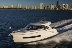 2018 - Carver Yachts - C37 Coupe