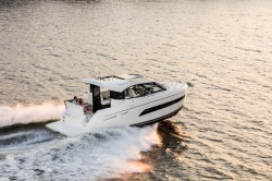 2018 - Carver Yachts - C34 Coupe