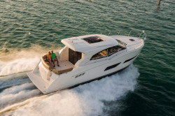 2020 - Carver Yachts - C43 Coupe