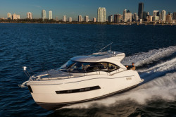 2020 - Carver Yachts - C37 Coupe