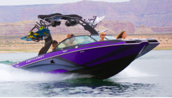 2015 - Centurion Boats - Enzo FS44