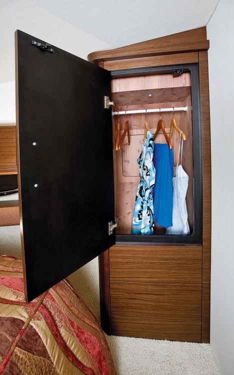 l_400_vberth_closet_09