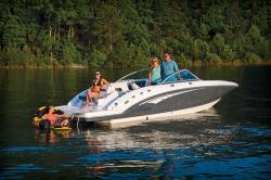 2015 - Chaparral Boats - 244 Sunesta WT Sportdeck