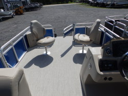 TAHOE LTZ LANAI CRUISE 2385, 20HP, TRAILER