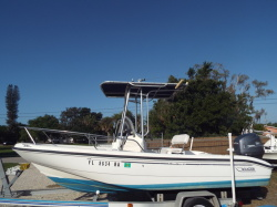 2004 - Boston Whaler Boats - 180 Dauntless