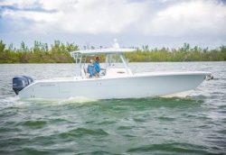 2021 - Cobia Boats - 320CC