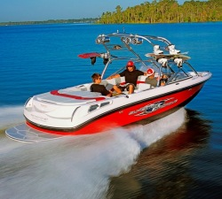 Correct Craft AIR Nautique 210 Ski and Wakeboard Boat