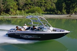 Correct Craft AIR Nautique 220 Ski and Wakeboard Boat