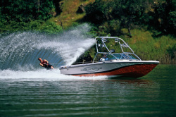 Correct Craft Nautique 216 Ski and Wakeboard Boat