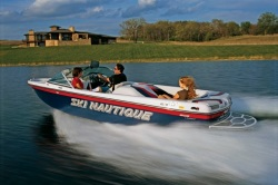 Correct Craft SKI Nautique 206 Ski and Wakeboard Boat
