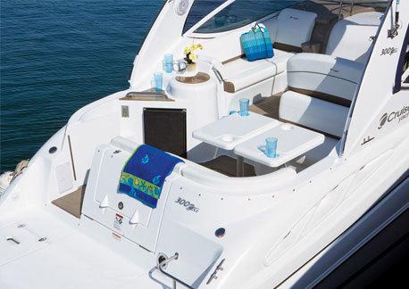 com_yacht_movies_intextgalleries_300_exterior_cockpit